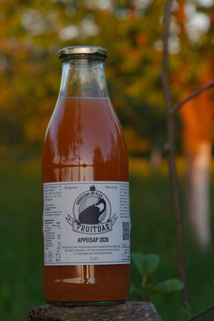 appelsap van appels uit de hoogstamboomgaard